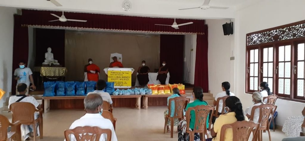 Food provision for 58 needy families in Sri Lanka 粮食分派于斯里兰卡58户有需家庭