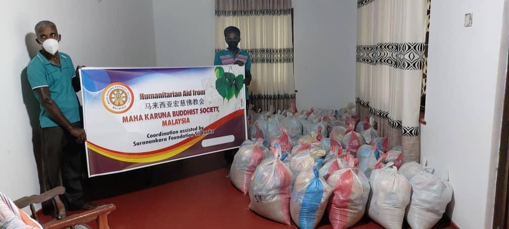80 set of food provision donated to needy families in Galle, Sri Lanka 粮食分派于80户位于加勒(Galle) 义马瓦度(Imawadu)的家庭