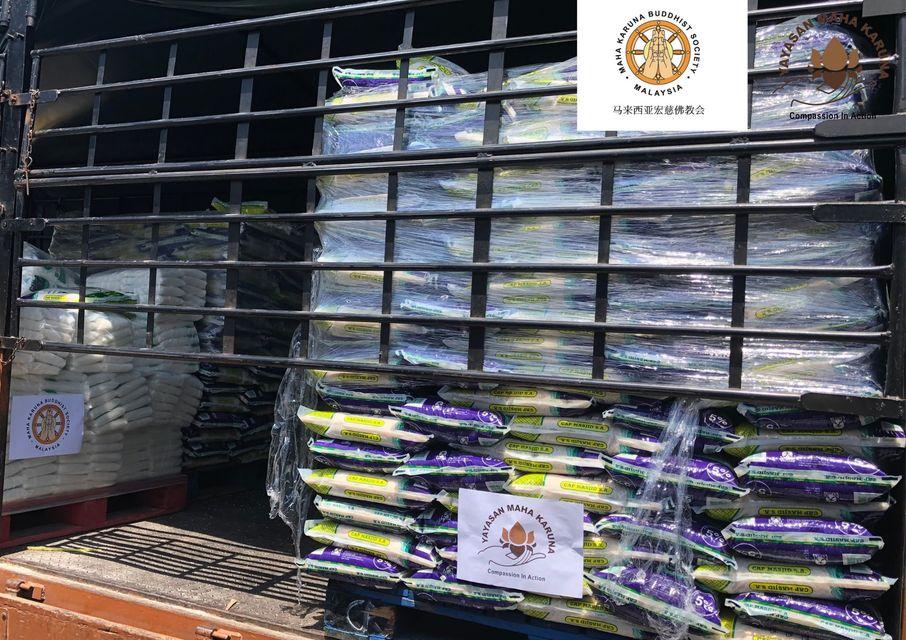 【𝐌𝐚𝐥𝐚𝐲𝐬𝐢𝐚 𝐌𝐚𝐡𝐚 𝐊𝐚𝐫𝐮𝐧𝐚 𝐁𝐮𝐝𝐝𝐡𝐢𝐬𝐭 𝐒𝐨𝐜𝐢𝐞𝐭𝐲】𝟏𝟎 𝐉𝐮𝐥𝐲 𝟐𝟎𝟐𝟏 | 𝐏𝐑𝐏 𝐁𝐚𝐭𝐮 𝐌𝐮𝐝𝐚 𝐁𝐥𝐨𝐜𝐤 𝐀 | 𝐅𝐨𝐨𝐝 𝐏𝐫𝐨𝐯𝐢𝐬𝐢𝐨𝐧 𝐟𝐨𝐫 𝟐𝟎𝟎 𝐅𝐚𝐦𝐢𝐥𝐢𝐞𝐬 【马来西亚宏慈佛教会】2021年7月10日 | 吉隆坡甘榜岜都慕达组屋区A楼 | 支援抗疫 粮食援助200户受困家庭