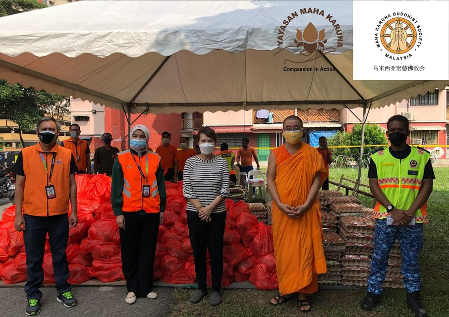 【𝐌𝐚𝐥𝐚𝐲𝐬𝐢𝐚 𝐌𝐚𝐡𝐚 𝐊𝐚𝐫𝐮𝐧𝐚 𝐁𝐮𝐝𝐝𝐡𝐢𝐬𝐭 𝐒𝐨𝐜𝐢𝐞𝐭𝐲】𝟖 𝐉𝐮𝐥𝐲 𝟐𝟎𝟐𝟏 | 𝕭𝖆𝖓𝖉𝖆𝖗 𝕭𝖆𝖗𝖚 𝕾𝖊𝖓𝖙𝖚𝖑 𝕭𝖑𝖔𝖈𝖐 𝟕𝟓 & 𝟕𝟕 | 𝐅𝐨𝐨𝐝 𝐏𝐫𝐨𝐯𝐢𝐬𝐢𝐨𝐧 𝕾𝖚𝖕𝖕𝖔𝖗𝖙 𝕱𝖔𝖗 𝐓𝐡𝐞 𝟑𝟑𝟎 𝕱𝖆𝖒𝖎𝖑𝖎𝖊𝖘 | 𝕴𝖒𝖒𝖊𝖉𝖎𝖆𝖙𝖊 𝕽𝖊𝖑𝖎𝖊𝖋 𝖙𝖔 𝕻𝕻𝕽 𝕽𝖊𝖘𝖎𝖉𝖊𝖓𝖙𝖘 𝕱𝖆𝖈𝖎𝖓𝖌 𝕱𝖔𝖔𝖉 𝕾𝖍𝖔𝖗𝖙𝖆𝖌𝖊 【马来西亚宏慈佛教会】2021年7月8日 | 洗都新镇75 及77栋楼 | 粮食送援 330 户家庭 | 即时援助