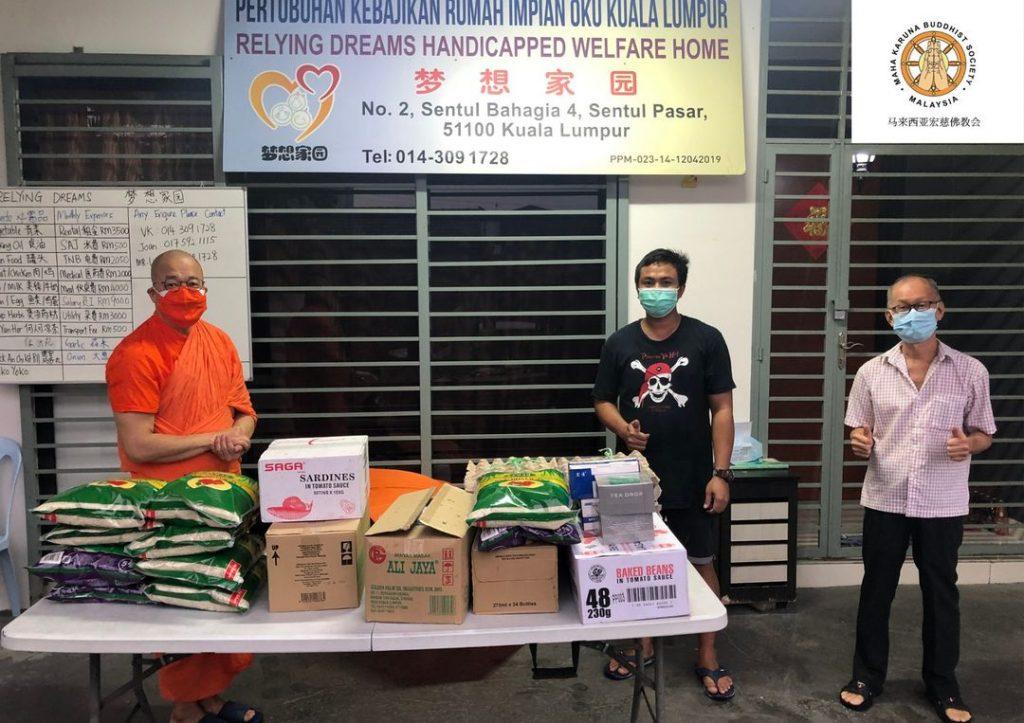 【𝐌𝐚𝐥𝐚𝐲𝐬𝐢𝐚 𝐌𝐚𝐡𝐚 𝐊𝐚𝐫𝐮𝐧𝐚 𝐁𝐮𝐝𝐝𝐡𝐢𝐬𝐭 𝐒𝐨𝐜𝐢𝐞𝐭𝐲】𝟖 𝐉𝐮𝐥𝐲 𝟐𝟎𝟐𝟏 | 𝐅𝐨𝐨𝐝 𝐏𝐫𝐨𝐯𝐢𝐬𝐢𝐨𝐧 𝐅𝐨𝐫 𝐖𝐞𝐥𝐟𝐚𝐫𝐞 𝐇𝐨𝐦𝐞 【马来西亚宏慈佛教会】2021年7月8日 | 粮食送递于福利中心