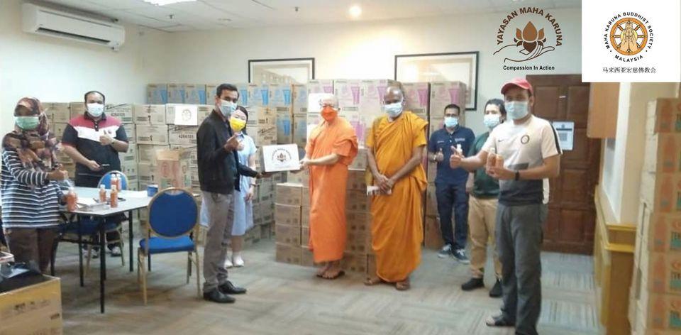 【𝐌𝐚𝐥𝐚𝐲𝐬𝐢𝐚 𝐌𝐚𝐡𝐚 𝐊𝐚𝐫𝐮𝐧𝐚 𝐁𝐮𝐝𝐝𝐡𝐢𝐬𝐭 𝐒𝐨𝐜𝐢𝐞𝐭𝐲】𝟗 𝐉𝐮𝐥𝐲 𝟐𝟎𝟐𝟏 | 𝐒𝐡𝐚𝐫𝐢𝐧𝐠 𝐂𝐚𝐫𝐞 𝐰𝐢𝐭𝐡 𝐭𝐡𝐞 𝐔𝐧𝐢𝐯𝐞𝐫𝐬𝐢𝐭𝐲 𝐒𝐭𝐮𝐝𝐞𝐧𝐭 | 𝟏𝟑𝟎𝟎 𝐬𝐭𝐮𝐝𝐞𝐧𝐭𝐬 | 𝐔𝐧𝐢𝐯𝐞𝐫𝐬𝐢𝐭𝐲 𝐌𝐚𝐥𝐚𝐲𝐚 【马来西亚宏慈佛教会】2021年7月9日 | 疫情送援 学子温暖 马来亚大学学府1300名学子受益