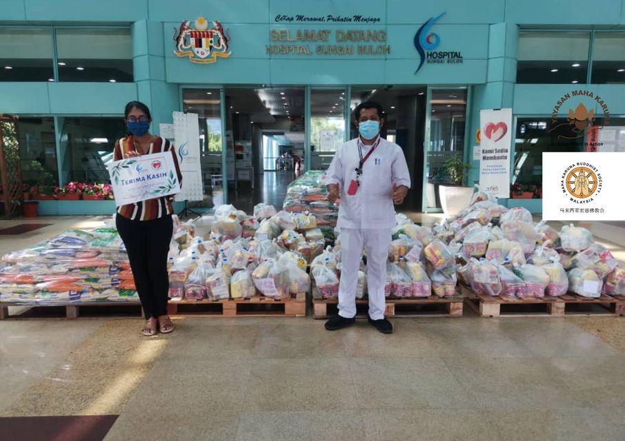 【𝐌𝐚𝐥𝐚𝐲𝐬𝐢𝐚 𝐌𝐚𝐡𝐚 𝐊𝐚𝐫𝐮𝐧𝐚 𝐁𝐮𝐝𝐝𝐡𝐢𝐬𝐭 𝐒𝐨𝐜𝐢𝐞𝐭𝐲] 𝟐𝟐 𝐉𝐮𝐥𝐲 𝟐𝟎𝟐𝟏 | 𝐇𝐚𝐧𝐝𝐨𝐯𝐞𝐫 𝟐𝟎𝟎 𝐬𝐞𝐭 𝐨𝐟 𝐩𝐫𝐨𝐯𝐢𝐬𝐢𝐨𝐧𝐬 𝐭𝐨 𝐇𝐨𝐬𝐩𝐢𝐭𝐚𝐥 𝐒𝐮𝐧𝐠𝐚𝐢 𝐁𝐮𝐥𝐨𝐡 【马来西亚宏慈佛教会】2021年7月22日 | 移交200份物资于双溪毛糯医院