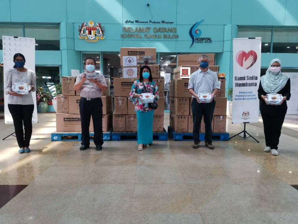 【𝐌𝐚𝐥𝐚𝐲𝐬𝐢𝐚 𝐌𝐚𝐡𝐚 𝐊𝐚𝐫𝐮𝐧𝐚 𝐁𝐮𝐝𝐝𝐡𝐢𝐬𝐭 𝐒𝐨𝐜𝐢𝐞𝐭𝐲】𝟐𝟖 𝐉𝐮𝐧𝐞 𝟐𝟎𝟐𝟏 | 𝐌𝐚𝐡𝐚 𝐊𝐚𝐫𝐮𝐧𝐚 𝐁𝐮𝐝𝐝𝐡𝐢𝐬𝐭 𝐒𝐨𝐜𝐢𝐞𝐭𝐲 𝐚𝐧𝐝 𝐘𝐚𝐲𝐚𝐬𝐚𝐧 𝐌𝐚𝐡𝐚 𝐊𝐚𝐫𝐮𝐧𝐚 𝐩𝐫𝐞𝐬𝐞𝐧𝐭𝐞𝐝 𝟓𝟎𝟎 𝐬𝐞𝐭 𝐨𝐟 𝐆𝐢𝐚𝐜𝐨𝐦𝐨 𝐜𝐚𝐬𝐬𝐞𝐫𝐨𝐥𝐞 𝐭𝐨 𝐭𝐡𝐞 𝐟𝐫𝐨𝐧𝐭 𝐥𝐢𝐧𝐞 𝐩𝐞𝐫𝐬𝐨𝐧𝐧𝐞𝐥 𝐚𝐭 𝐒𝐮𝐧𝐠𝐚𝐢 𝐁𝐮𝐥𝐨𝐡 𝐇𝐨𝐬𝐩𝐢𝐭𝐚𝐥 【马来西亚宏慈佛教会 】𝟮𝟬𝟮𝟭 年 𝟲 月 𝟮8 日 | 宏慈佛教会联合宏慈基金会向双溪毛糯医院的医务前线人员赠送了𝟱𝟬𝟬个焖烧锅作为感谢信物