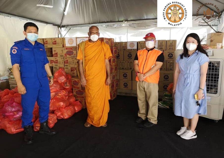 【𝐌𝐚𝐥𝐚𝐲𝐬𝐢𝐚 𝐌𝐚𝐡𝐚 𝐊𝐚𝐫𝐮𝐧𝐚 𝐁𝐮𝐝𝐝𝐡𝐢𝐬𝐭 𝐒𝐨𝐜𝐢𝐞𝐭𝐲】𝟑 𝐉𝐮𝐥𝐲 𝟐𝟎𝟐𝟏 | 𝕻𝕻𝕽 𝕻𝖆𝖓𝖙𝖆𝖎 𝕽𝖎𝖆, 𝕻𝖆𝖓𝖙𝖆𝖎 𝕯𝖆𝖑𝖆𝖒 𝕶𝖚𝖆𝖑𝖆 𝕷𝖚𝖒𝖕𝖚𝖗| 𝐅𝐨𝐨𝐝 𝐏𝐫𝐨𝐯𝐢𝐬𝐢𝐨𝐧 𝐓𝐨 𝐓𝐡𝐞 𝟖𝟎𝟎 𝐅𝐚𝐦𝐢𝐥𝐢𝐞𝐬 【马来西亚宏慈佛教会】2021年7月3日 | 吉隆坡PPR 班底丽亚 班底达南 | 粮食送援 800 户受困家庭